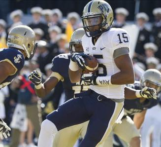 Pittsburgh Panthers wide receiver Devin Street (15) catches the ball for a touchdown against the Navy Midshipmen. Paul Frederiksen-USA TODAY Sports
