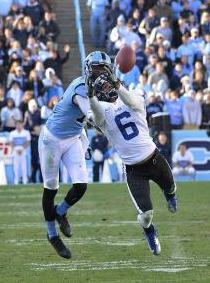 Duke Blue Devils cornerback Ross Cockrell (6) tries to intercept the ball as North Carolina Tar Heels wide receiver Quinshad Davis (14) looks on. Bob Donnan-USA TODAY Sports