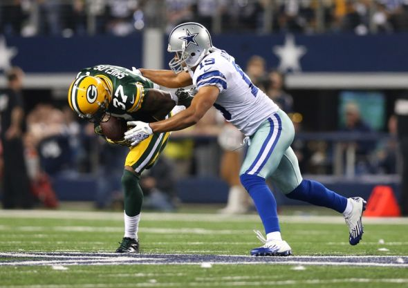 Green Bay Packers cornerback Sam Shields (37) intercepts the ball in the fourth quarter against Dallas Cowboys receiver Miles Austin (19). Matthew Emmons-USA TODAY Sports