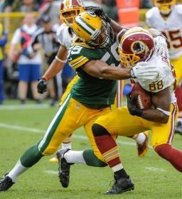 Green Bay Packers linebacker Brad Jones (59) tackles Washington Redskins wide receiver Pierre Garcon (88). Benny Sieu-USA TODAY Sports