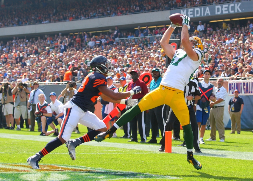 Rodgers throws 3 TD passes, Packers beat Bears 26-10