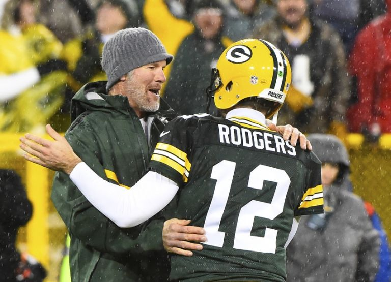 Brett-favre-aaron-rodgers-nfl-chicago-bears-green-bay-packers-768x0