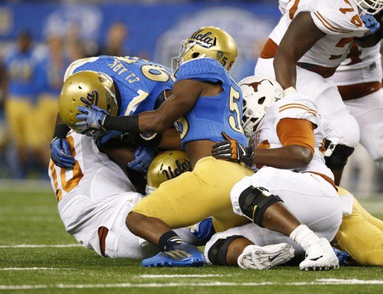 Tyrone-swoopes-ncaa-football-ucla-vs-texas-768x589
