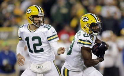 9621563-ty-montgomery-aaron-rodgers-nfl-chicago-bears-green-bay-packers-420x260