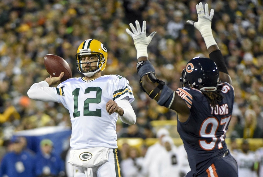 9621756-willie-young-aaron-rodgers-nfl-chicago-bears-green-bay-packers