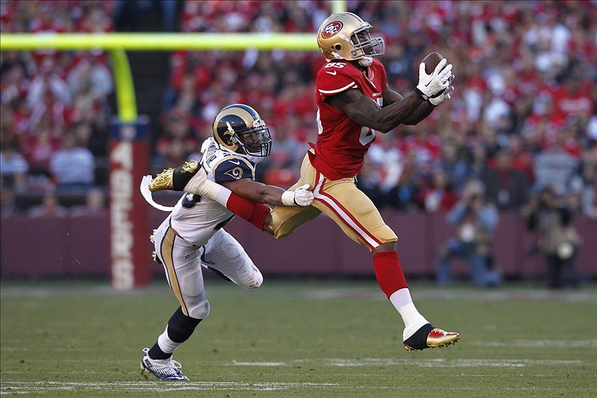Dec 1, 2013; San Francisco, CA, USA; San Francisco 49ers tight end Vernon Davis (85) catches a pass in front of St. Louis Rams strong safety T.J. McDonald (25) in the third quarter at Candlestick Park. The 49ers defeated the Rams 23-13. Mandatory Credit: Cary Edmondson-USA TODAY Sports