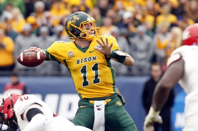Carson-wentz-ncaa-football-fcs-championship-jacksonville-state-vs-north-dakota-state-768x0