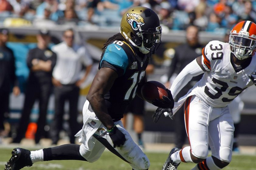 Denard Robinson Carries Jaguars to Victory Over Browns