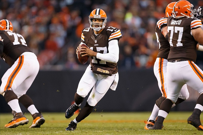 Nov 3, 2013; Cleveland, OH, USA; Cleveland Browns quarterback Jason Campbell (17) runs the ball against the Baltimore Ravens at FirstEnergy Stadium. Mandatory Credit: Rick Osentoski-USA TODAY Sports