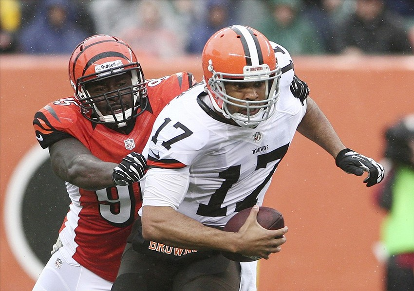 Nov 17, 2013; Cincinnati, OH, USA; Cincinnati Bengals defensive lineman Wallace Gilberry (95) sacks Cleveland Browns quarterback Jason Campbell (17) at Paul Brown Stadium. Cincinnati defeated Cleveland 41-20. Mandatory Credit: Mark Zerof-USA TODAY Sports