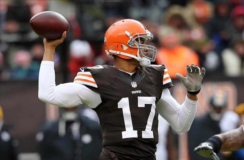 Nov 24, 2013; Cleveland, OH, USA; Cleveland Browns quarterback Jason Campbell (17) throws a pass against the Pittsburgh Steelers during the first quarter at FirstEnergy Stadium. Mandatory Credit: Ron Schwane-USA TODAY Sports