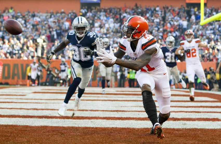 Nov 6, 2016; Cleveland, OH, USA; Cleveland Browns wide receiver Terrelle Pryor (11) makes a touchdown reception against the Dallas Cowboys during the second quarter at FirstEnergy Stadium. Mandatory Credit: Scott R. Galvin-USA TODAY Sports