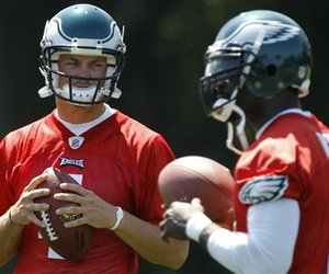 Kevin Kolb will give the Eagles a different look on offense.