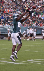 Eagles tight end Cornelius Ingram extends to make a catch.