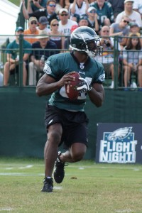 Eagles wide receiver Jason Avant prepares to throw the ball on a trick play.