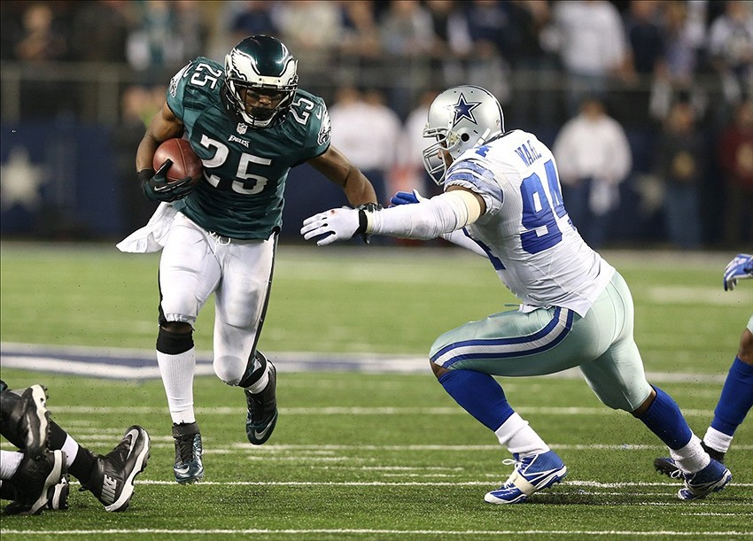 Dec 29, 2013; Arlington, TX, USA; Philadelphia Eagles running back LeSean McCoy (25) runs with the ball against Dallas Cowboys defensive end DeMarcus ware (94) in the fourth quarter at AT