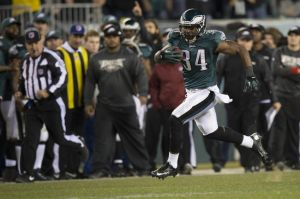 Dec 22, 2013; Philadelphia, PA, USA; Philadelphia Eagles running back Bryce Brown (34) runs down the sideline for a touchdown during the fourth quarter at Lincoln Financial Field. Philadelphia Eagles defeated the Chicago Bears 54-11. Mandatory Credit: Tommy Gilligan-USA TODAY Sports