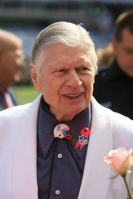 Titans owner K.S. Bud Adams visits the sideline. (George Walker IV / The Tennessean)