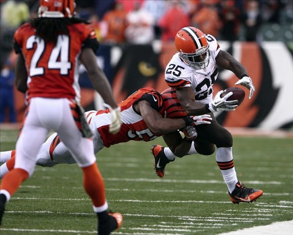 Nov 17, 2013; Cincinnati, OH, USA; Cleveland Browns running back Chris Ogbonnaya (25) runs for a first down against Cincinnati Bengals linebacker Vincent Rey (57) at Paul Brown Stadium. Cincinnati defeated Cleveland 41-20. Mandatory Credit: Mark Zerof-USA TODAY Sports