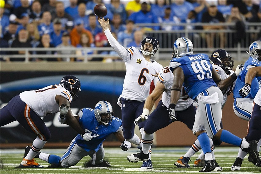 Sep 29, 2013; Detroit, MI, USA; Chicago Bears quarterback Jay Cutler (6) passes the ball during the fourth quarter against the Detroit Lions at Ford Field. The Lions won 40-32. Mandatory Credit: Rick Osentoski-USA TODAY Sports