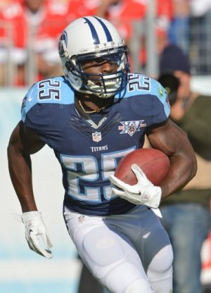 Oct 20, 2013; Nashville, TN, USA; Tennessee Titans running back Darius Reynaud (25) carries the ball against the San Francisco 49ers during the first half at LP Field. Mandatory Credit: Don McPeak-USA TODAY Sports