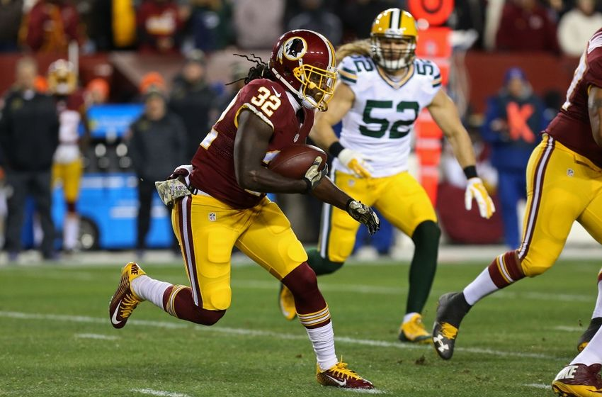 Nov 20, 2016; Landover, MD, USA; Washington Redskins running back Robert Kelley (32) carries the ball as Green Bay Packers linebacker Clay Matthews (52) chases in the first quarter at FedEx Field. Mandatory Credit: Geoff Burke-USA TODAY Sports