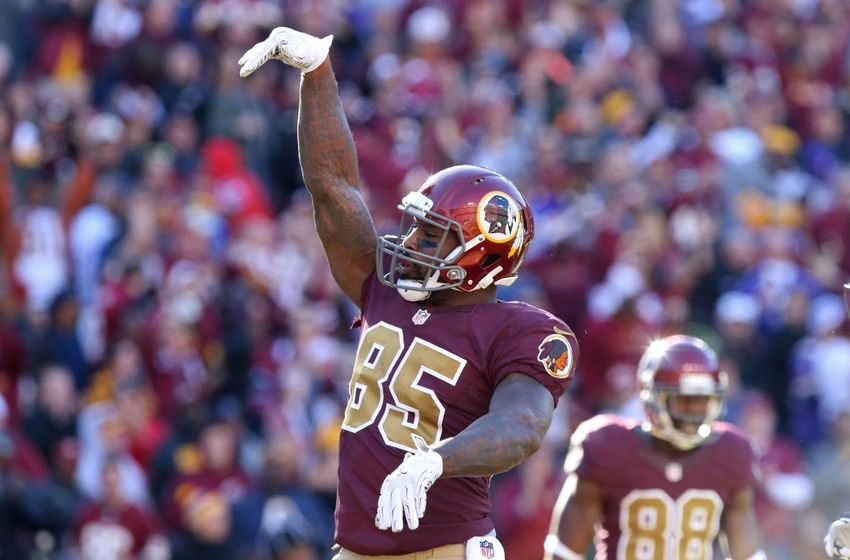 Nov 13, 2016; Landover, MD, USA; Washington Redskins tight end Vernon Davis (85) celebrates after scoring a touchdown against the Minnesota Vikings in the second quarter at FedEx Field. Mandatory Credit: Geoff Burke-USA TODAY Sports