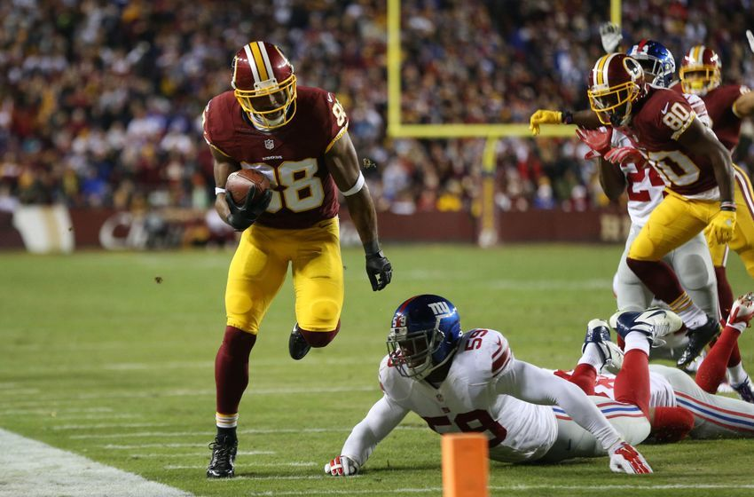 Jan 1, 2017; Landover, MD, USA; Washington Redskins wide receiver Pierre Garcon (88) runs with the ball as New York Giants linebacker Devon Kennard (59) attempts the tackle in the fourth quarter at FedEx Field. The Giants won 19-10. Mandatory Credit: Geoff Burke-USA TODAY Sports