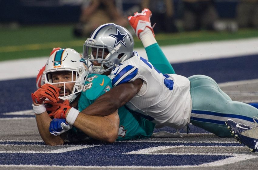Aug 19, 2016; Arlington, TX, USA; Dallas Cowboys free safety Byron Jones (31) defends against Miami Dolphins tight end Jordan Cameron (84) in the end zone during the first quarter at AT&T Stadium. Mandatory Credit: Jerome Miron-USA TODAY Sports