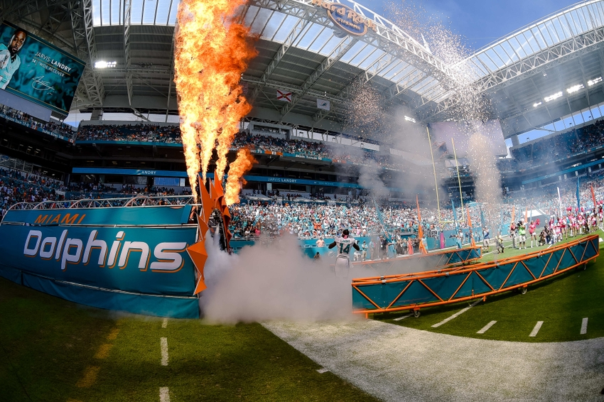 9597840-jarvis-landry-nfl-tennessee-titans-miami-dolphins