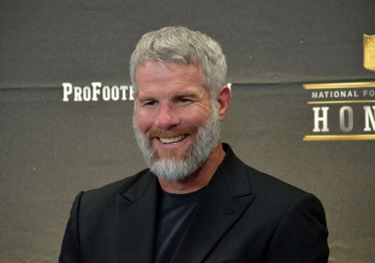 Brett-favre-nfl-super-bowl-50-hall-of-fame-class-of-2016-press-conference-768x0