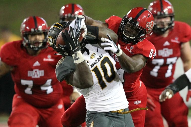 Kentrell-brothers-ncaa-football-missouri-arkansas-state-768x511