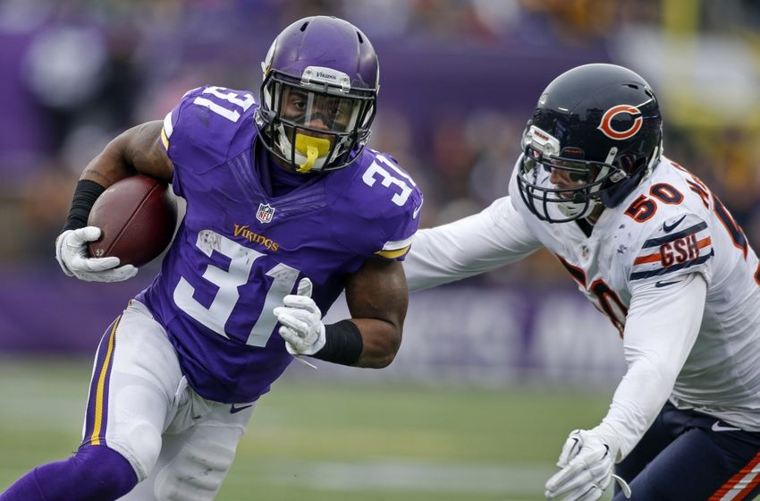 Dec 20, 2015; Minneapolis, MN, USA; Minnesota Vikings running back Jerick McKinnon (31) rushes for a touchdown away from Chicago Bears linebacker Shea McClellin (50) in the second quarter at TCF Bank Stadium. The Vikings win 38-17. Mandatory Credit: Bruce Kluckhohn-USA TODAY Sports