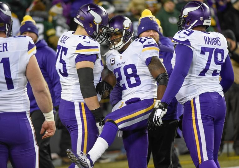Adrian-peterson-matt-kalil-nfl-minnesota-vikings-green-bay-packers-768x543