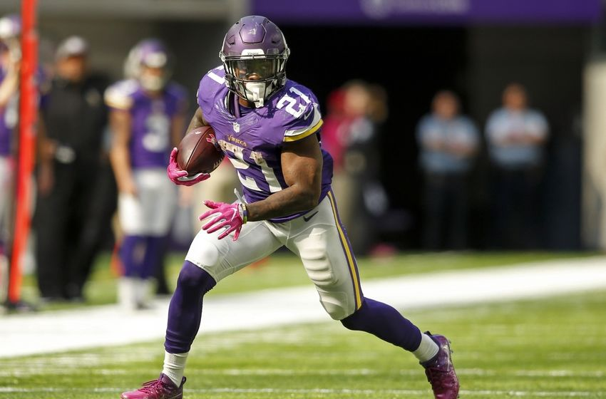 Oct 9, 2016; Minneapolis, MN, USA; Minnesota Vikings running back Jerick McKinnon (21) catches a pass against the Houston Texans in the second quarter at U.S. Bank Stadium. Mandatory Credit: Bruce Kluckhohn-USA TODAY Sports