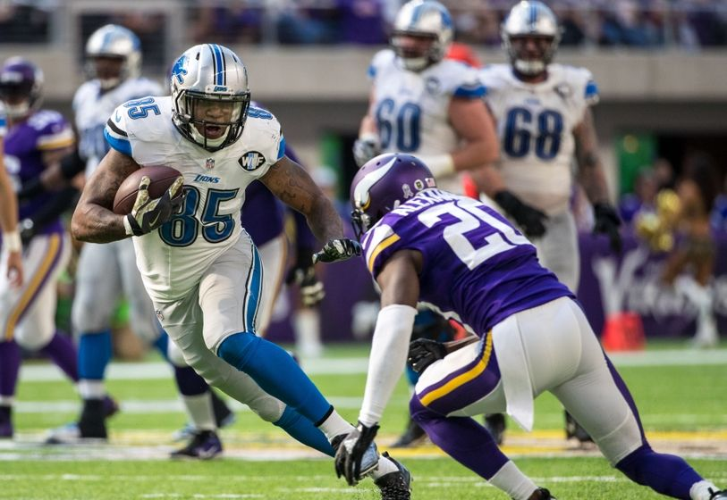 Nov 6, 2016; Minneapolis, MN, USA; Detroit Lions tight end Eric Ebron (85) carries the ball during the second quarter against the Minnesota Vikings at U.S. Bank Stadium. Mandatory Credit: Brace Hemmelgarn-USA TODAY Sports