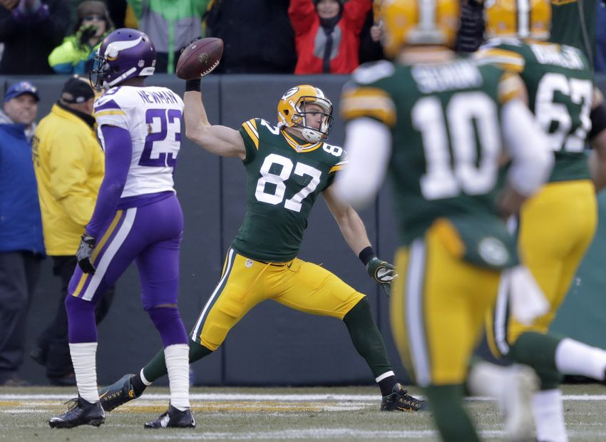 Packers move step closer to division title, boot Vikings