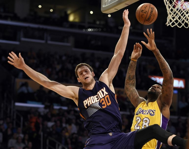 Jon-leuer-tarik-black-nba-phoenix-suns-los-angeles-lakers-768x606