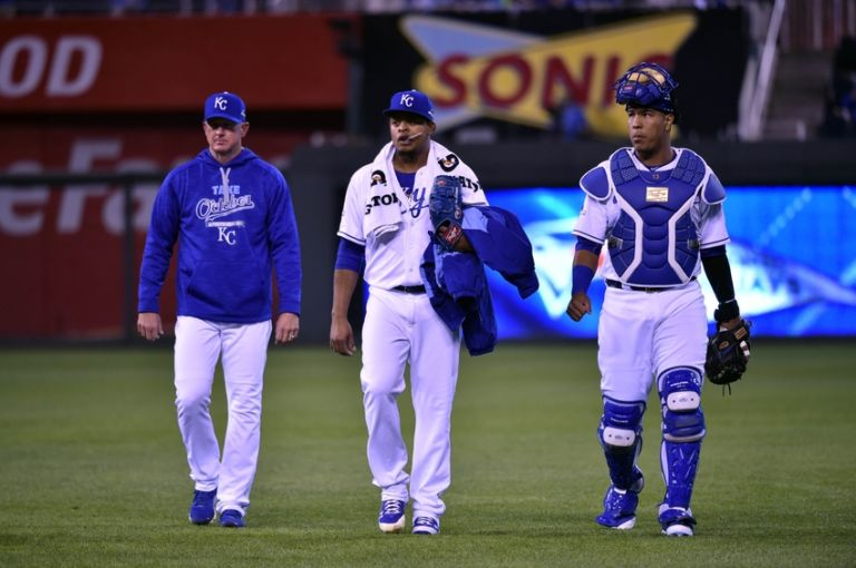 Edinson-volquez-salvador-perez-mlb-alcs-toronto-blue-jays-kansas-city-royals-768x0