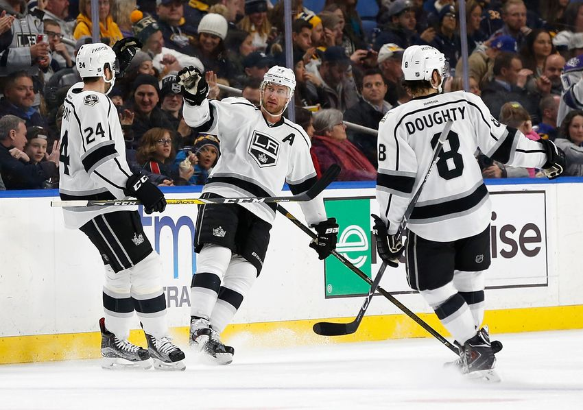 9745618-jeff-carter-drew-doughty-derek-forbort-nhl-los-angeles-kings-buffalo-sabres