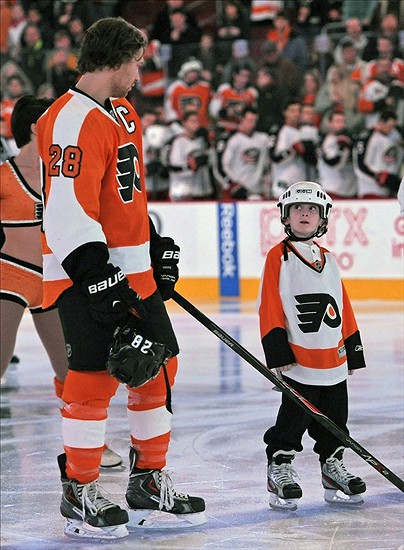 Dec 19, 2013; Philadelphia, PA, USA; Philadelphia Flyers center Claude Giroux (28) and a young Flyers fan on the ice during the national anthem against the Columbus Blue Jackets at Wells Fargo Center. Mandatory Credit: Eric Hartline-USA TODAY Sports