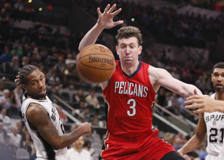 Omer-asik-nba-new-orleans-pelicans-san-antonio-spurs-768x548
