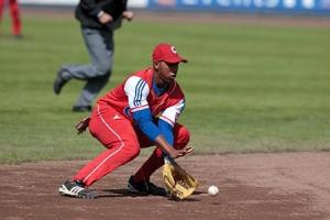 Ersibel Arruebarrena at shortstop. Photo: BaseballdeCuba.com