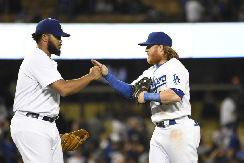 9498534-kenley-jansen-justin-turner-mlb-san-francisco-giants-los-angeles-dodgers