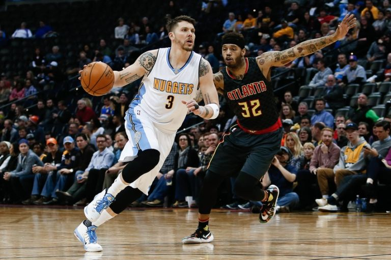Mike-scott-mike-miller-nba-atlanta-hawks-denver-nuggets-768x511