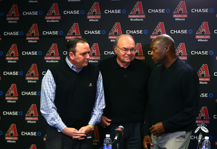 8989871-ken-kendrick-derrick-hall-dave-stewart-mlb-arizona-diamondbacks-press-conference