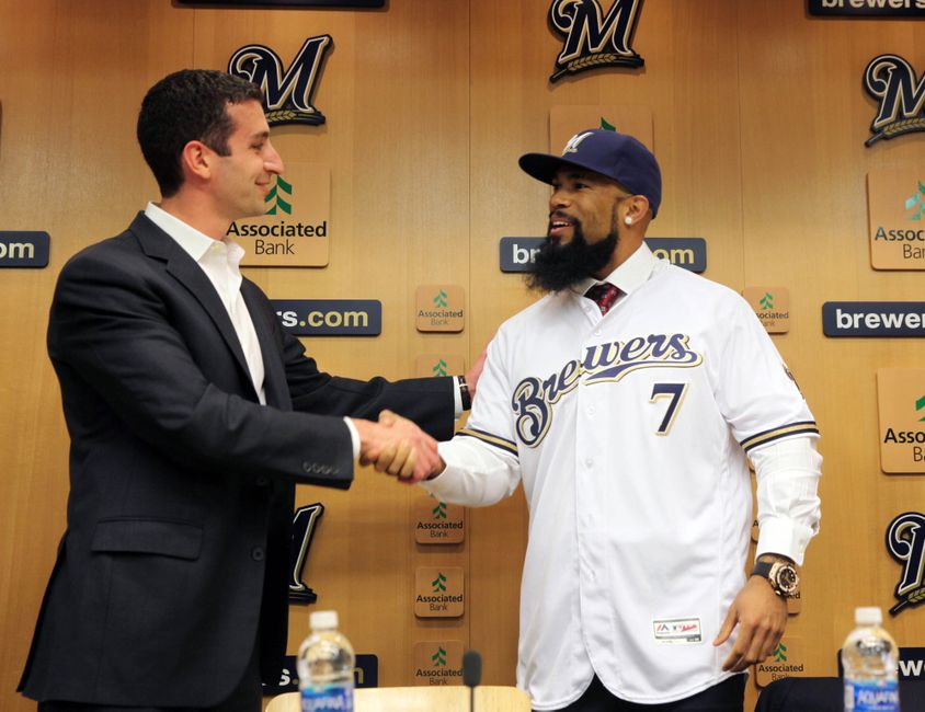 9711797-eric-thames-mlb-milwaukee-brewers-press-conference