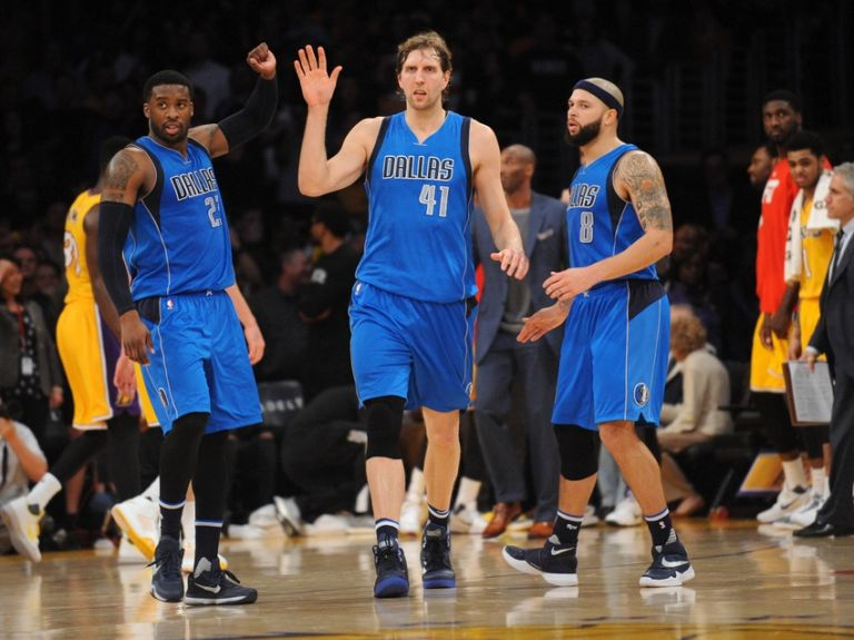 Deron-williams-wesley-matthews-dirk-nowitzki-nba-dallas-mavericks-los-angeles-lakers-768x575