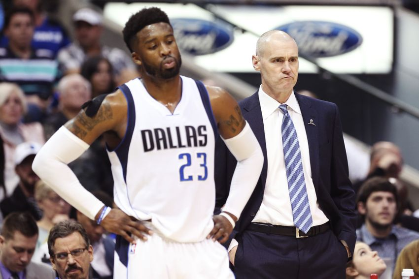 9771821-wesley-matthews-rick-carlisle-nba-houston-rockets-dallas-mavericks