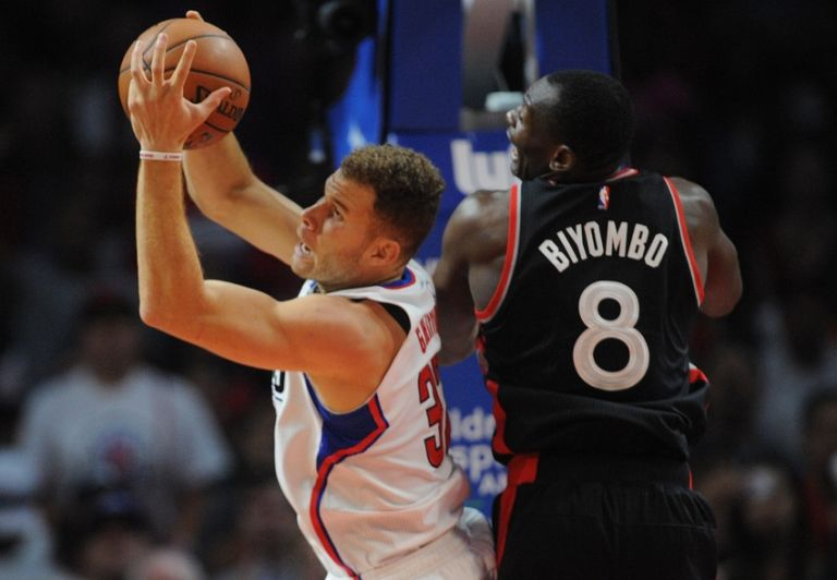 Bismack-biyombo-blake-griffin-nba-toronto-raptors-los-angeles-clippers-768x0